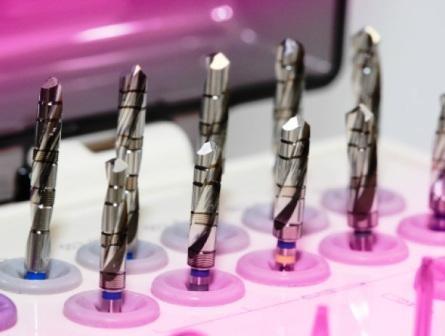 Imagem da notícia: A solução biológica para uma melhor osseointegração do implante