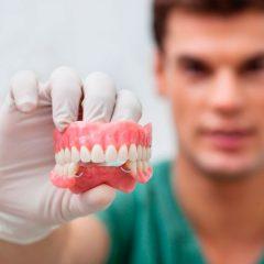 Imagem da notícia: Sabia que 1 em cada 4 portugueses usa prótese dentária?