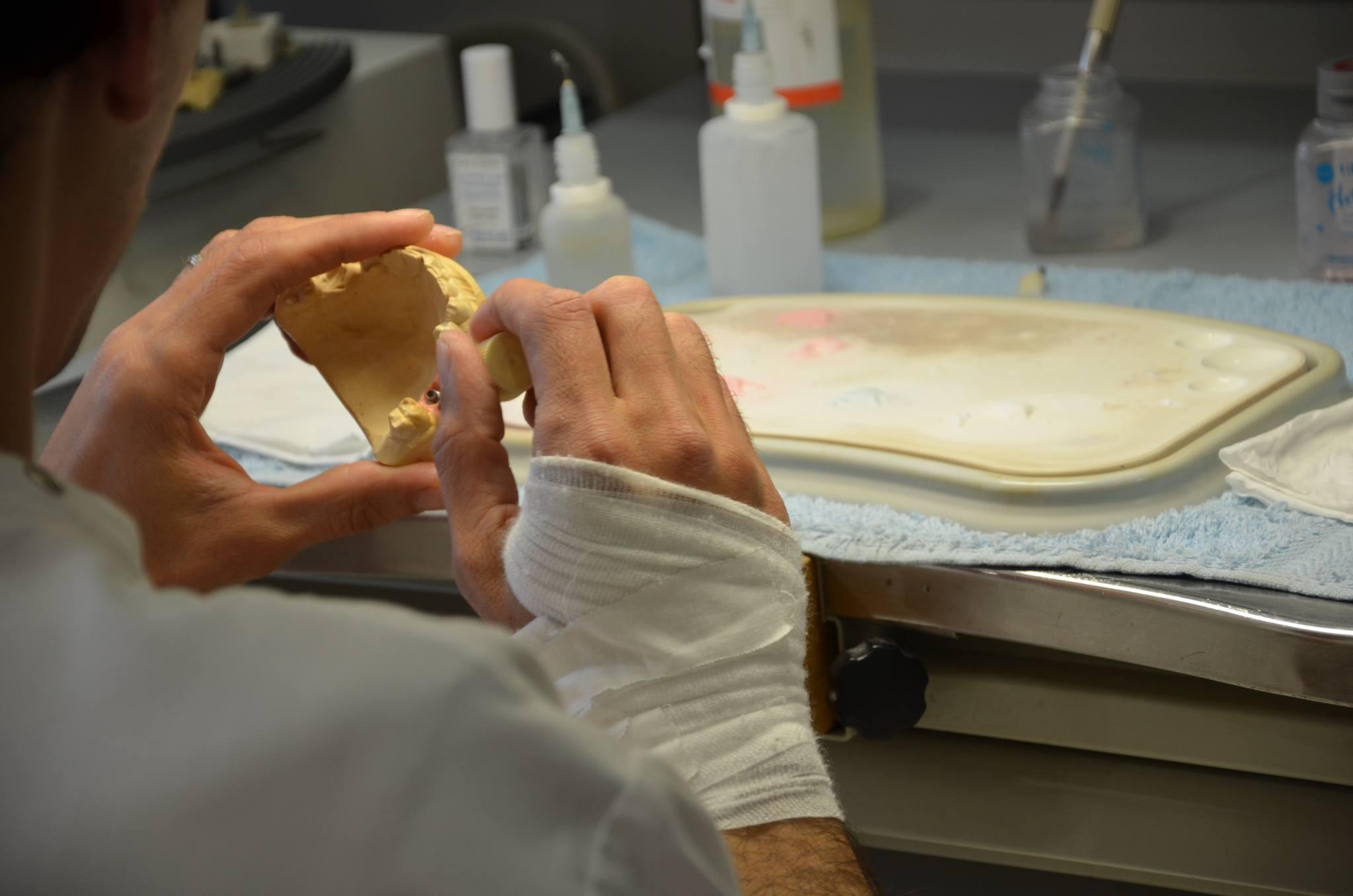 Imagem da notícia: Covid-19: quais os apoios para técnicos de prótese dentária?