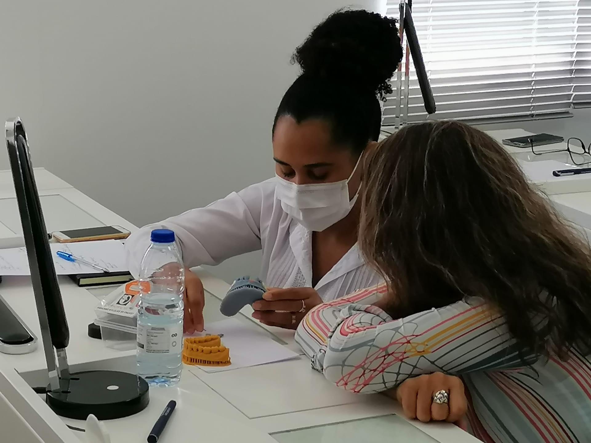 """Imagem da notícia: Cella Dental Design recebeu curso """"Assistentes Dentárias na Era Digital"""""""