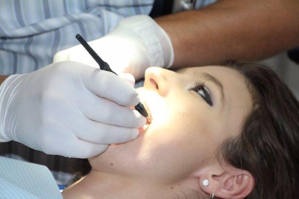 Imagem da notícia: A saúde oral pode prevenir a doença grave da Covid-19